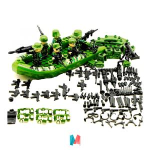 Lego, set de personajes Lego versión militar en lancha